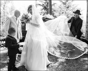 La sposa arriva alla cerimonia