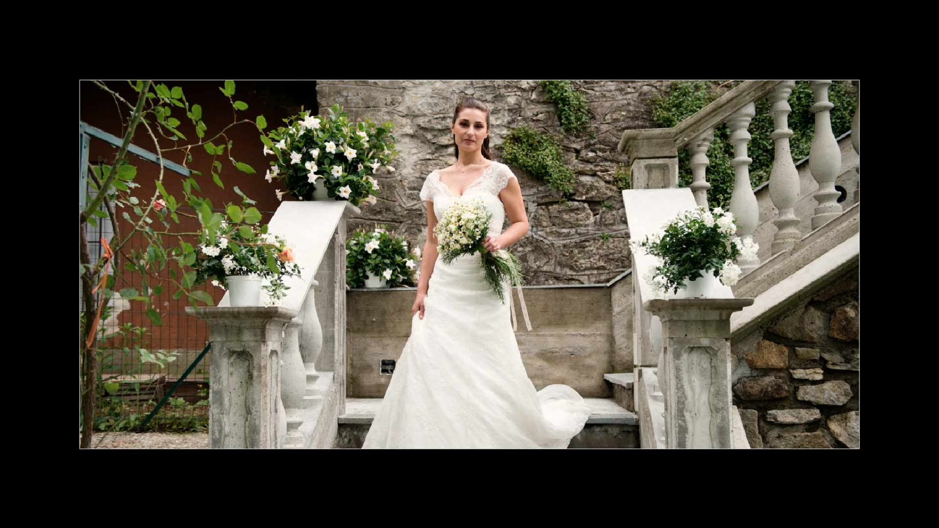 fotografo di matrimonio a varese fotografala sposa all'uscita di casa