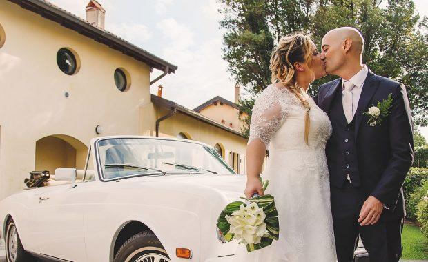 Un bacio appassionato tra gli sposi